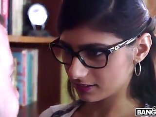 BANGBROS - Mia Khalifa is Back with an increment of Sexier Than Ever! Check Drenching Out!